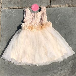 LE PINK**Gold & Cream Girls Party Dress**3T**$128